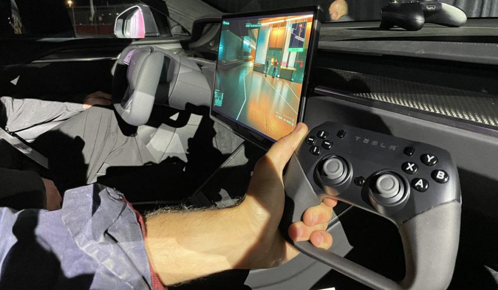Elon เล่น cyberpunk บน Tesla